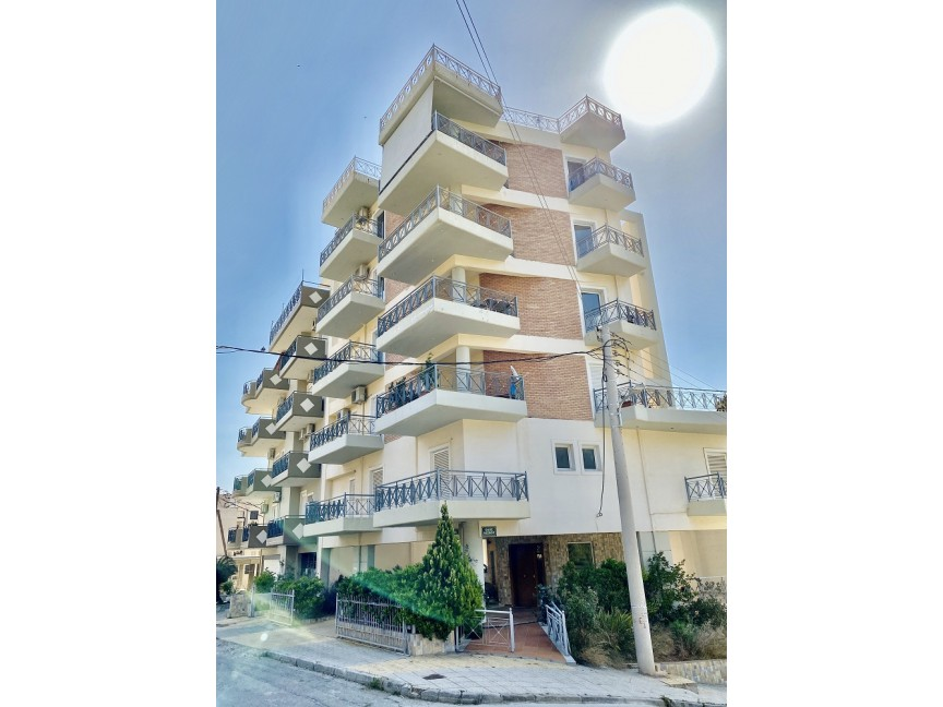 Concideration & adjusment of an apartment building in Keratsini.